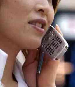 mujer-hablando-por-telefono-celular-300x350
