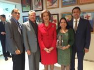 La Reina Sofia con Rosa Aguilera, Manuel Zelaya, Dr. Garciga y le embajador de Hondura recibiendo el Premio al Proyecto Victoria