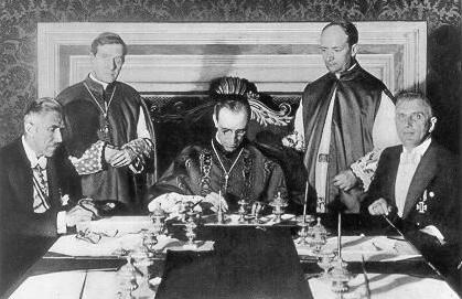 Firma del carcordato Nazis con el  Papa Pio XII