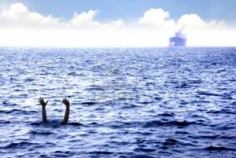 Resultat d'imatges de hombre ahogandose en el mar