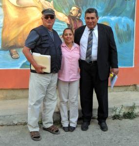 Mario Fumero, Lic. Rosa Aguilera y el Lic. Palacios, director de la OABI