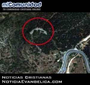 Una vista de la estructura de piedra en forma de media luna (Fuente de la imagen: Google Earth a través de Times of Israel).