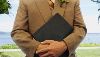 Pastor se niega celebrar bodas gays.
