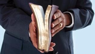 pastor-estudia-biblia