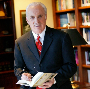 John_MacArthur_Press_Photo_1
