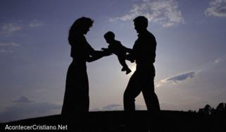 pareja-mujer-hombre-bebe
