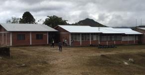 Tres aulas con los techos reparados